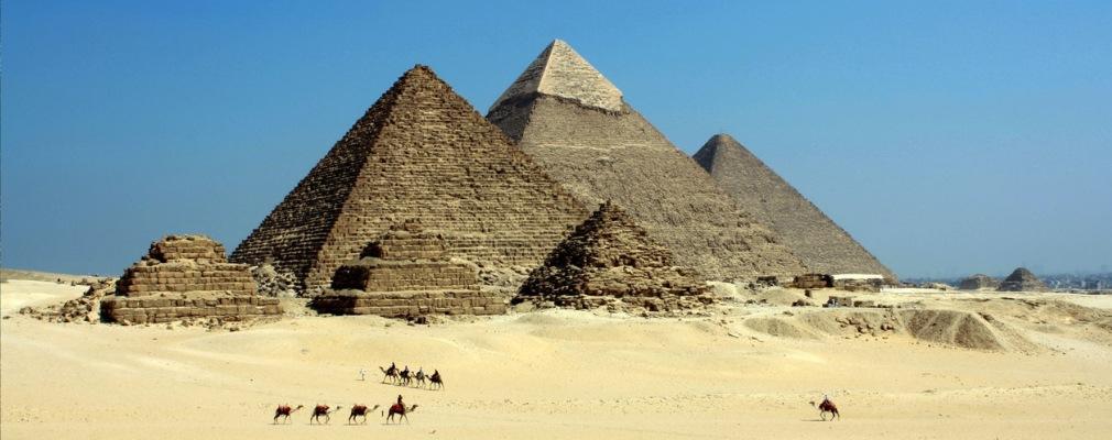 Des chameaux et des pyramides
