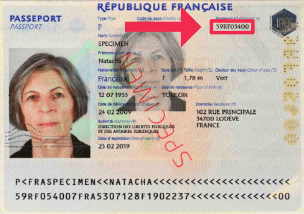Indication du numéro sur le passeport français